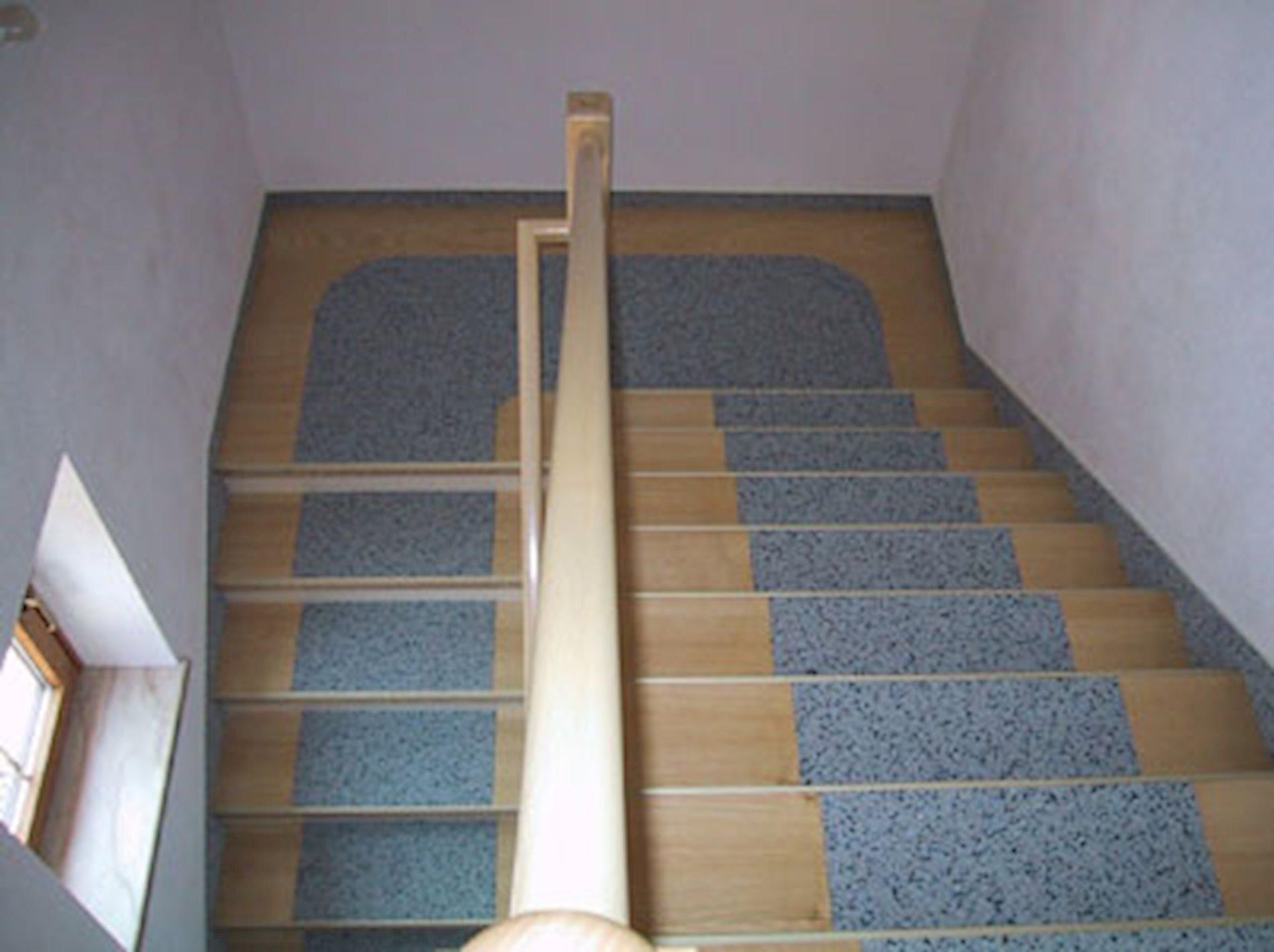 treppenkantenprofile und treppenprofile zur treppenrenovierung mit renoprofil. Black Bedroom Furniture Sets. Home Design Ideas